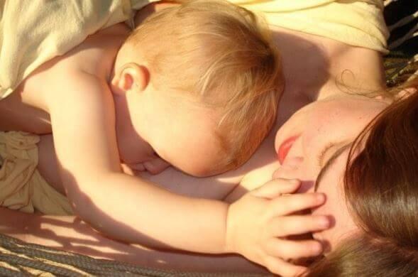 사랑을 표현하는 멋진 방법은 바로 모유수유