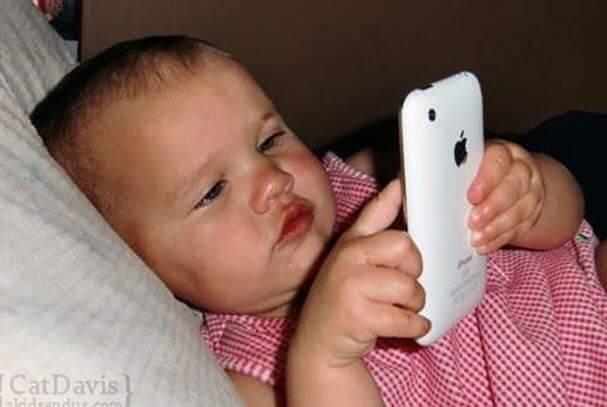 스마트폰이 어린 아기에게 미치는 영향