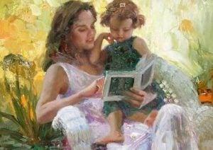 엄마 품에 안겨 책을 함께 보는 아이 그림