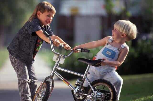 다른 아이가 때릴 때 어떻게 대처하라고 가르칠까?