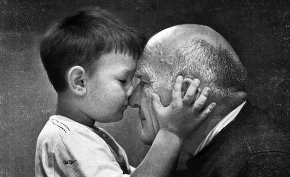 할머니, 할아버지는 눈에 보이지 않을 뿐 사라지지 않는다