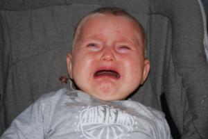 왜 아이가 울게 놔두면 안 되는가
