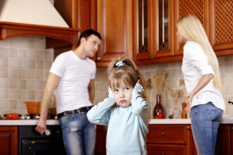 부모의 나쁜 기분은 아이의 감정 발달에 영향을 끼칠 수 있다