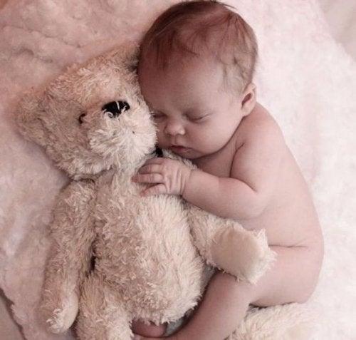 밤에 엄마를 찾는 아기가 보내는 편지