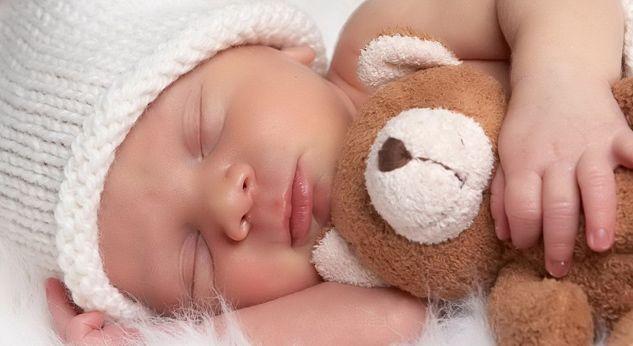 언제부터 아기는 밤에 깨지 않고 쭉 잘까?