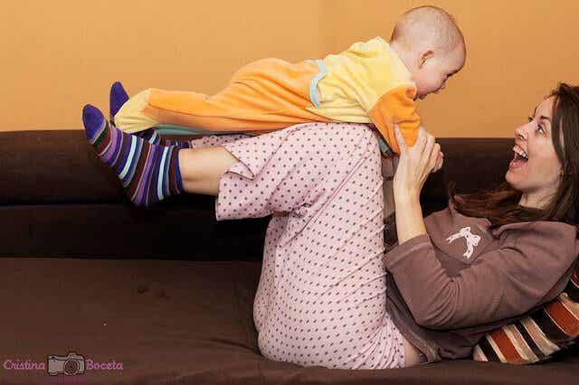 놀자! 아기가 태어난 첫 해에 할 수 있는 주간 놀이