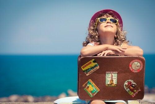 여행하는 아이 사진