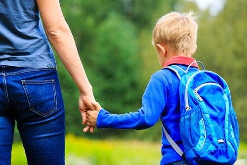 엄마의 역할은 아이를 지도하고 교육하는 것이다