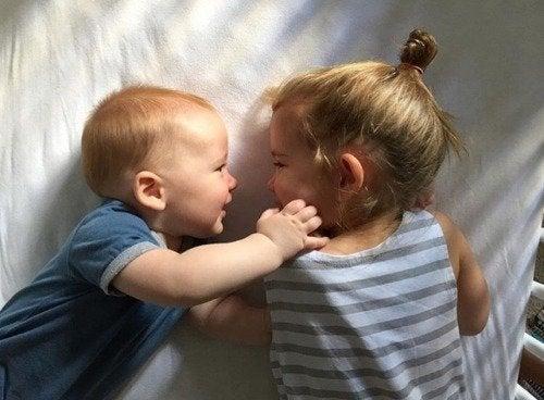 갓 태어난 동생은 인생의 가장 큰 선물이다