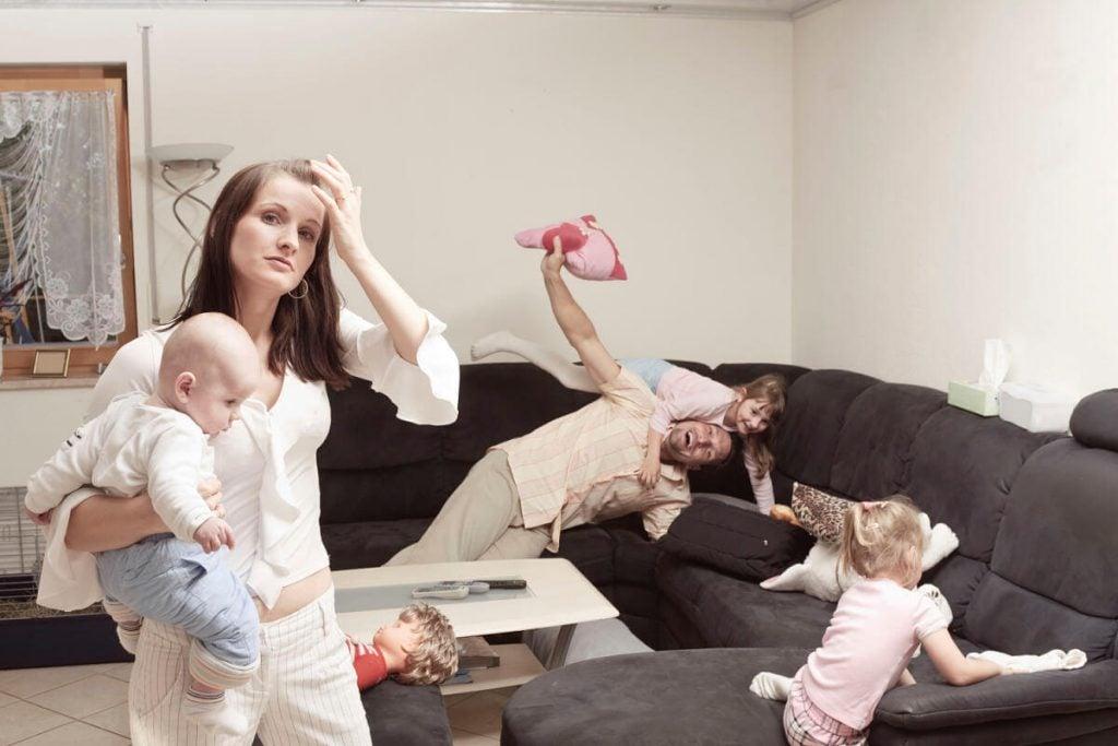 왜 엄마는 아빠보다 육아 스트레스를 더 받을까?