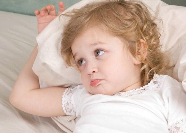 왜 아이들은 침대에서 물을 달라고 할까?