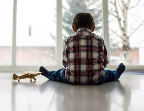 반응성 애착장애의 원인과 치료