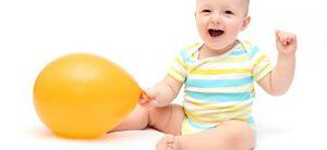 아기를 앉혀도 되는 안전한 시기는 언제일까?