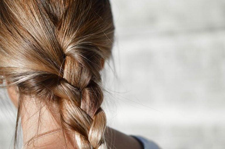 바쁜 엄마를 위한 간단한 헤어스타일 8가지