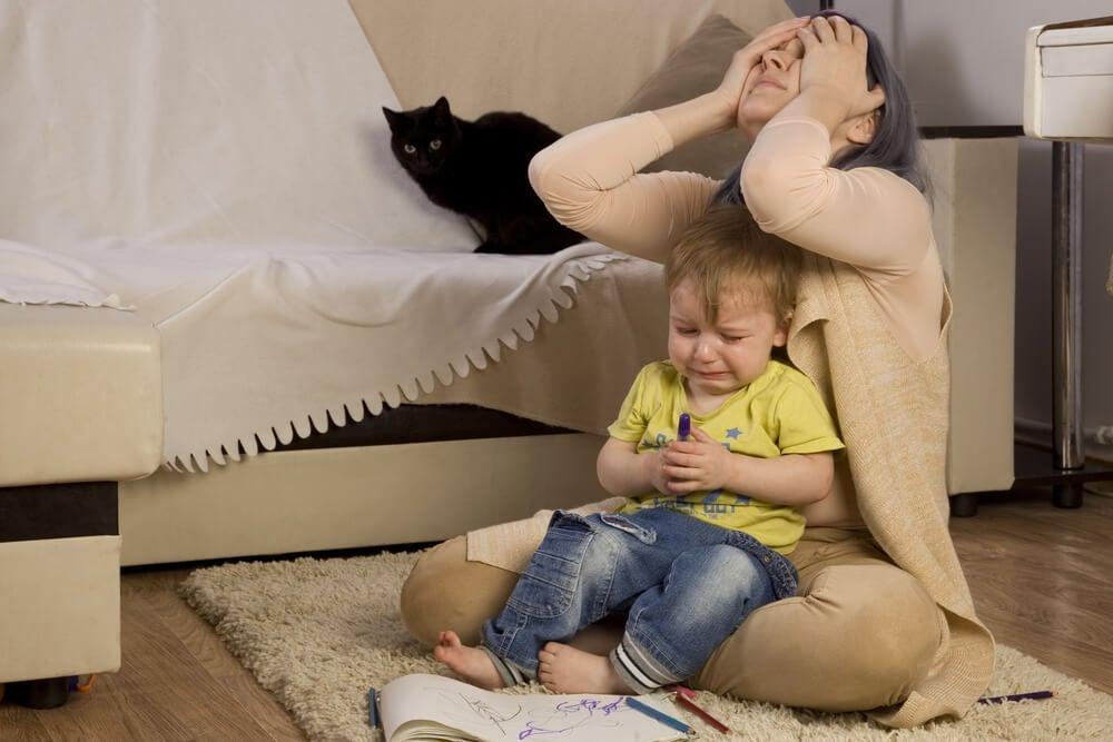 왜 어떤 아이들은 엄마와 함께 있을 때 더 나쁘게 행동할까?