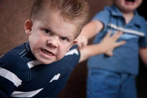때리고 무는 아이는 어떻게 다뤄야 할까?