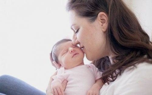 출산 직후 몇 주 동안 엄마에게 필요한 것들