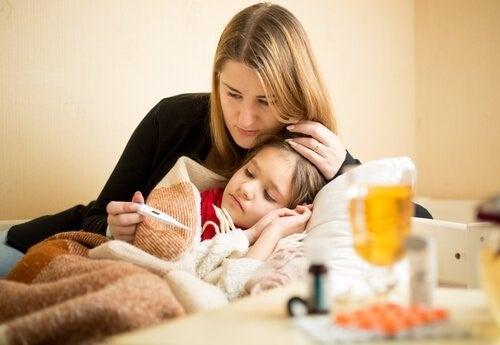 아기의 딸꾹질, 열, 구토를 치료하는 방법