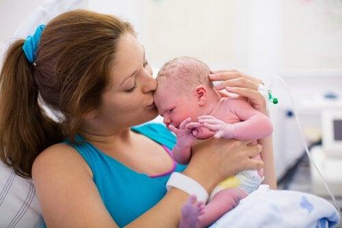 건강하게 태어난 신생아의 황달