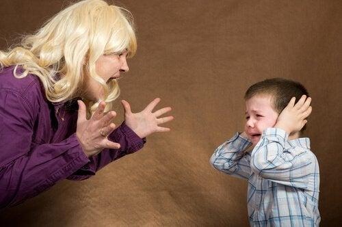 아이가 말을 잘 듣게 하려면 화를 다스려야 한다
