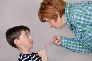 아이에게 위협 사용하기