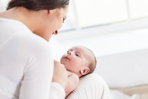 생후 6개월까지 아기의 감각을 발달시키는 자극