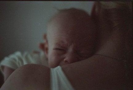 우는 아기를 달래는 비법 5가지
