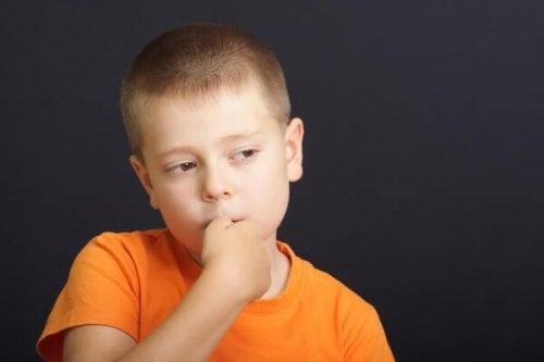 손가락 빨기는 아이의 건강에 좋을까?
