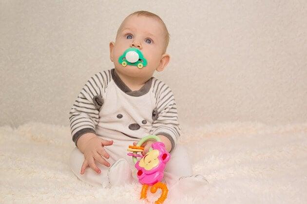아이의 시각 발달을 자극하는 방법