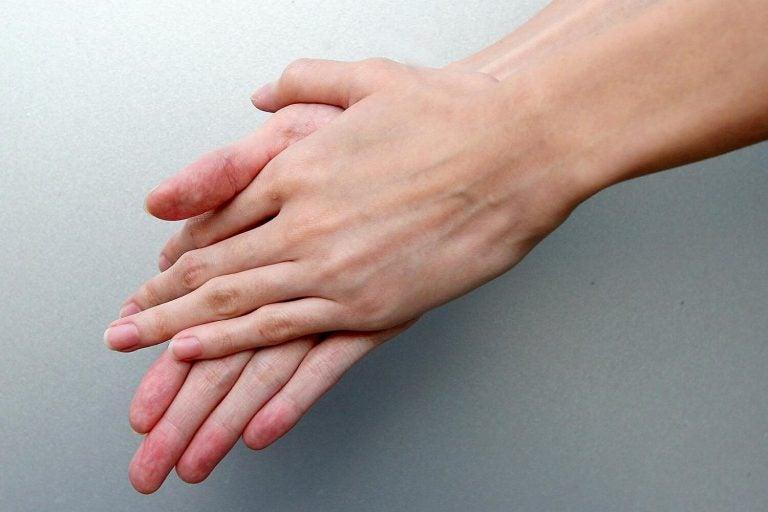 왜 아기를 다룰 때 손 씻기가 중요할까?