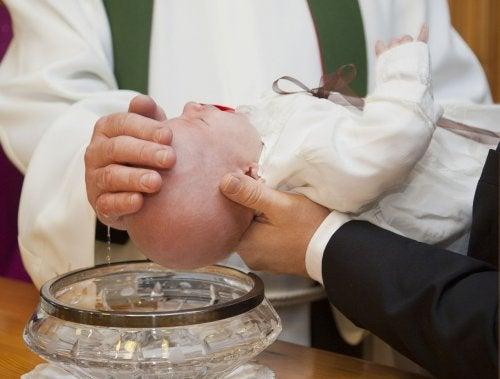 아기의 세례식을 준비하는 최고의 방법