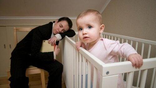 밤에 깨는 아기를 어떻게 재워야 할까?