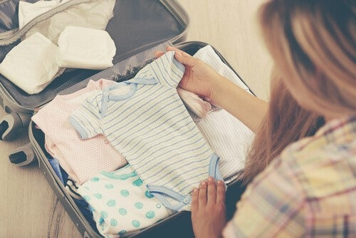 여름철 신생아에게 어떤 옷을 입혀야 할까?