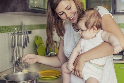 모유수유 기간에 엄마는 무엇을 먹을까?