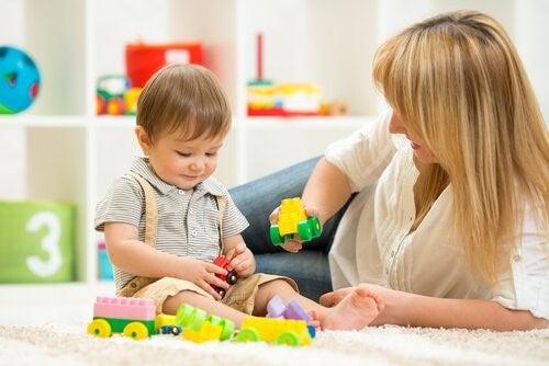 만 2세 아이들을 위한 교육적인 장난감 9가지