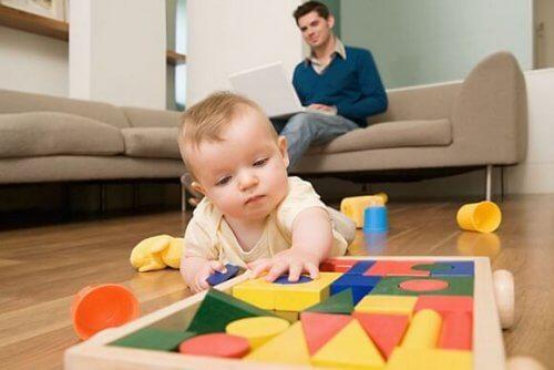 아기가 걸음마를 배울 때 부모가 하는 실수 9가지