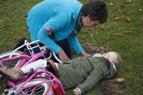 어린이 외상성 뇌손상에 어떻게 대처해야 할까?