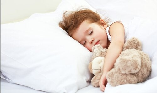 요람에서 침대로: 눈물 없이 아이 혼자 재우는 방법