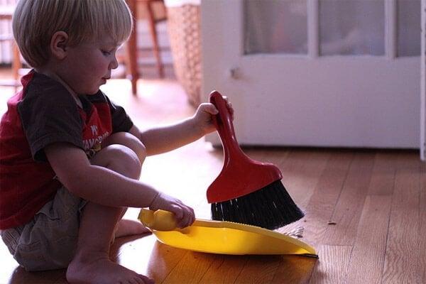 아이가 집안일을 도울 수 있도록 가르치자