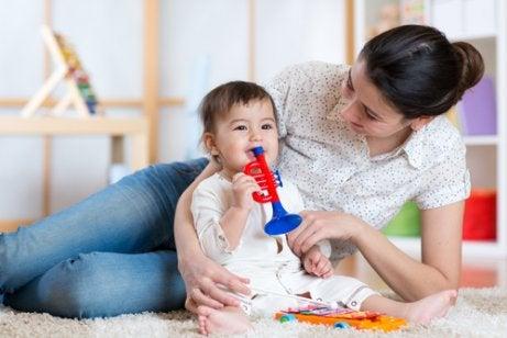 하루 종일 아기를 즐겁게 해줄 수 있는 3가지 방법