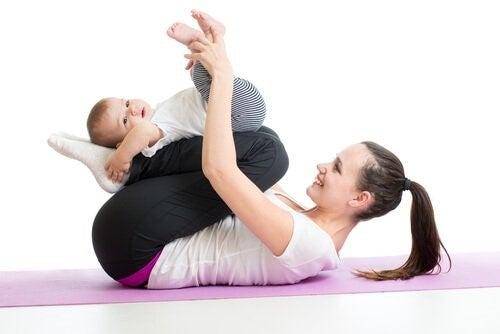 아기의 근육을 강화하는 운동 8가지