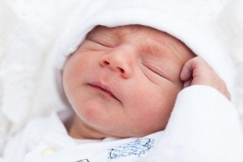 아기가 잠투정을 하는 이유 5가지