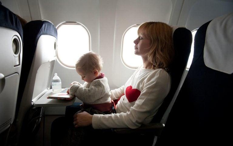 여행할 때 신생아를 돌보는 방법