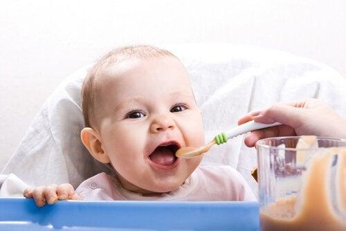 생후 9-12개월 아기를 위한 건강 레시피: 새로운 식감의 시작