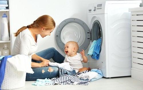 섬유 유연제 아기 옷을 빨래하는 팁