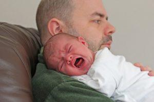 아기가 배앓이를 앓고 있을 때 알아보는 방법