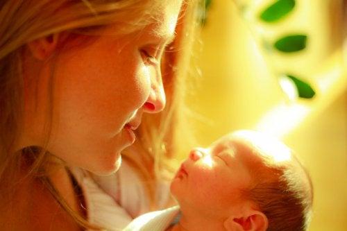 엄마의 손길: 미숙아를 위한 최고의 약