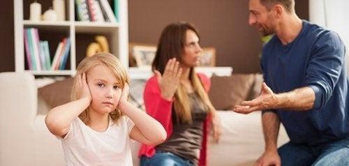 아이 앞에서 말다툼을 하지 않아야 하는 이유