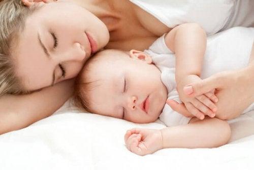 아기 돌보기에 관한 기본 매뉴얼