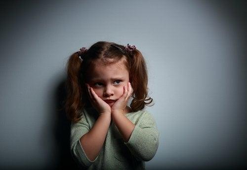 아이가 두려움을 극복하도록 돕는 방법